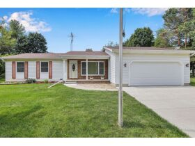 3 Bedroom, 2 1/2 Bathroom, 1,444sf Home- Chickasaw Dr, Mason featured photo 1