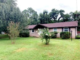 Super Clean 3 BR, 1.5 BA Home with Sunroom and Storage Barn in Murfreesboro featured photo 2