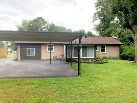 Super Clean 3 BR, 1.5 BA Home with Sunroom and Storage Barn in Murfreesboro featured photo 8