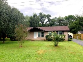 Super Clean 3 BR, 1.5 BA Home with Sunroom and Storage Barn in Murfreesboro featured photo 3