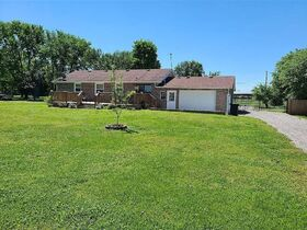 3 BR, 1 BA Home - Insulated Shop with Full Bath & Living Quarters in Bell Buckle, TN (Midland Area) featured photo 5