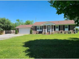 3 BR, 1 BA Home - Insulated Shop with Full Bath & Living Quarters in Bell Buckle, TN (Midland Area) featured photo 2