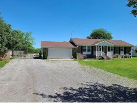 3 BR, 1 BA Home - Insulated Shop with Full Bath & Living Quarters in Bell Buckle, TN (Midland Area) featured photo 3
