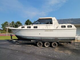 Carver Riviera 28 and Sea Ray 260 Boats at Absolute Online Auction featured photo 6