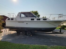 Carver Riviera 28 and Sea Ray 260 Boats at Absolute Online Auction featured photo 5