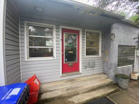 HOME - 3 CAR GARAGE - CITY LOT - Online Bidding Ends TUESDAY, OCTOBER 12 @ 4:00 PM EDT featured photo 11