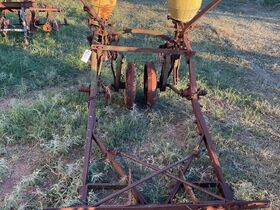 2021 Fall Harvest Farm Primitives and Implements Auction featured photo 10