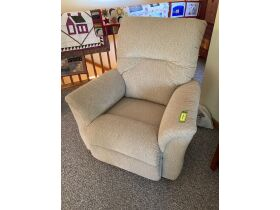 Quilts & Quality Furniture - Coralville 21-1010.OL featured photo 4