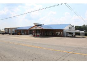 COMMERCIAL BUILDING - 133 STORAGE SHED RENTALS - 4.7 ACRES - SOLD IN 2 PARCELS - Online Bidding Only Ends Tues., Oct. 19th @ 3:00 PM CDT featured photo 1