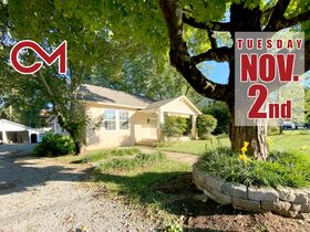 1920's Downtown Cottage - 2 Bedroom 2 Bath - Sunroom - Office - AUCTION Nov. 2nd featured photo 1
