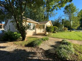 1920's Downtown Cottage - 2 Bedroom 2 Bath - Sunroom - Office - AUCTION Nov. 2nd featured photo 6