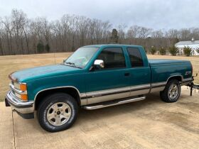 1994 Chevrolet Silverado 1500 Extended Cab Truck featured photo 2