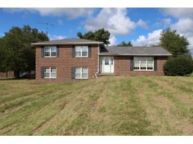 HOME • GARAGE • 2.39 ACRES - Online Bidding Only Ends Wed., Nov. 3rd @ 3:00 PM CDT featured photo 1