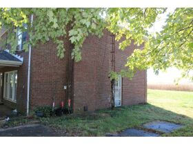 HOME • GARAGE • 2.39 ACRES - Online Bidding Only Ends Wed., Nov. 3rd @ 3:00 PM CDT featured photo 7