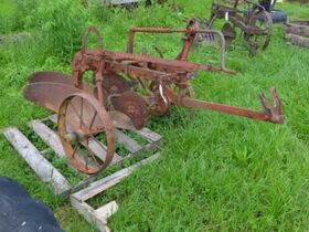 Centonze Antique Tractor Parts and Implements featured photo 4